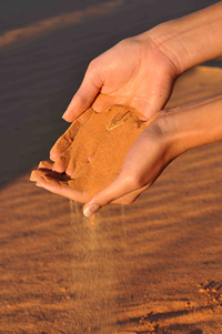 hands_in_sand